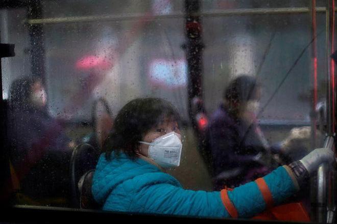 Cảnh tượng hiếm thấy: Hàng triệu người trở lại làm việc nhưng các siêu đô thị Trung Quốc vẫn chìm trong hôn mê vì virus corona-27