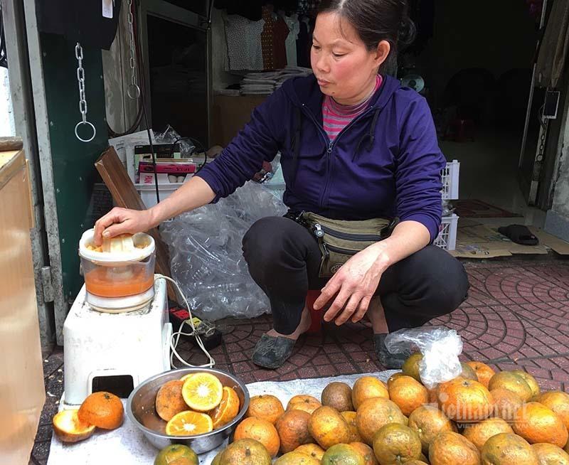 Ngày vắt 5 tạ cam, dân vỉa hè kiếm tiền triệu mùa dịch Covid-19-4