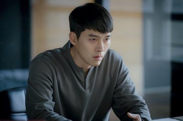 Crash Landing On You tập 15: Hôn thê Hyun Bin bỏ trốn theo trai trẻ, Son Ye Jin tuyệt vọng khi nghe tin dữ?-1