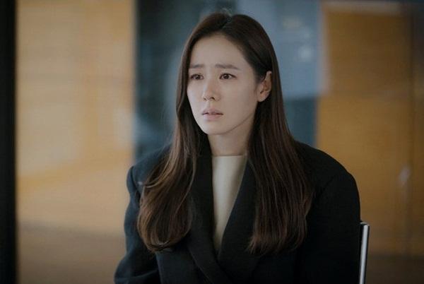 Crash Landing On You tập 15: Hôn thê Hyun Bin bỏ trốn theo trai trẻ, Son Ye Jin tuyệt vọng khi nghe tin dữ?-2