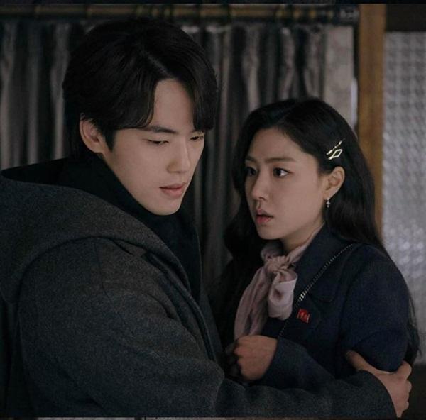 Crash Landing On You tập 15: Hôn thê Hyun Bin bỏ trốn theo trai trẻ, Son Ye Jin tuyệt vọng khi nghe tin dữ?-3