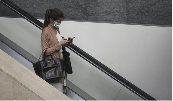 Rửa tay, vệ sinh điện thoại sạch sẽ phòng virus tốt hơn đeo khẩu trang-2