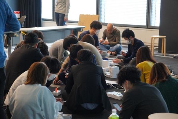 Nhật Bản trao 2.000 chiếc iPhone cho hành khách bị mắc kẹt trên tàu du lịch bị cách ly vì Covid-19-2