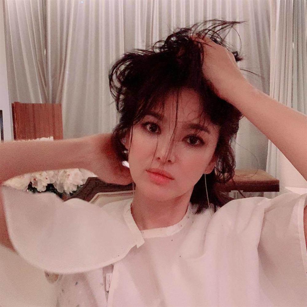 Trùm cuối tóc bà thím nhất định phải thuộc về Song Hye Kyo: Đẹp đỉnh thế này ai cưỡng lại!-17