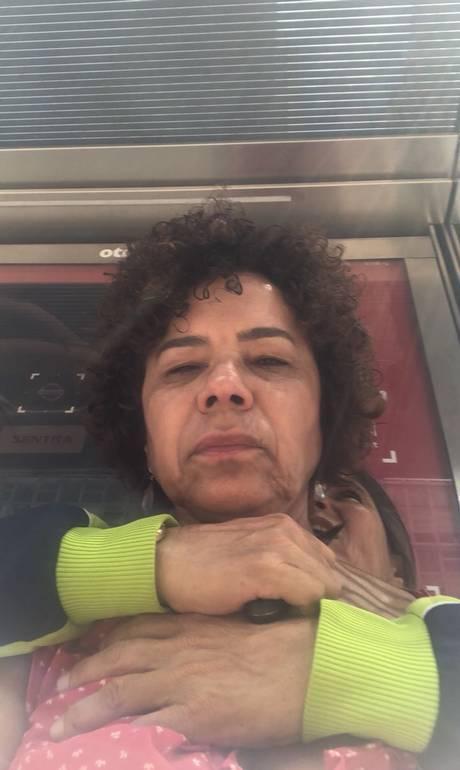 Bị kẻ xấu đe dọa ngay trên đường, cụ bà 60 tuổi vẫn bình tĩnh chụp ảnh selfie để gửi cho người quen nhờ báo cảnh sát-1