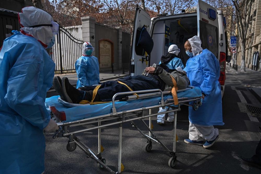 1.716 y bác sĩ nhiễm bệnh và cuộc khủng hoảng mới của TQ-3