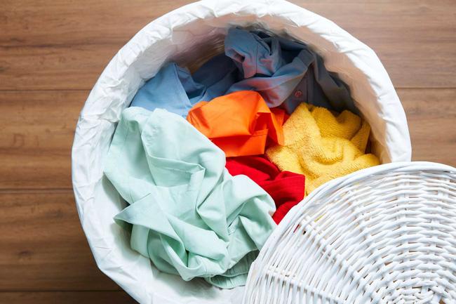 Quần áo của người nghi nhiễm virus corona mới Covid-19: Giặt riêng thôi là chưa đủ, chuyên gia tiết lộ thêm điều cần làm nếu không bạn vẫn bị lây nhiễm như thường!-1