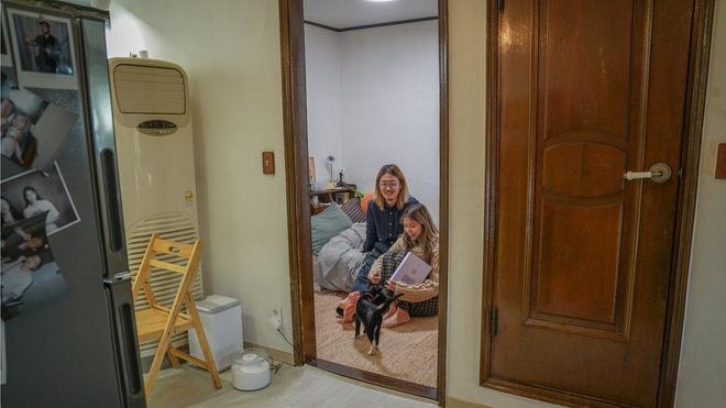 Nhà bán ngầm ở Seoul: Nơi người trẻ khom lưng mà sống, 'mùi của cái nghèo' rõ nhất vào hè nhưng họ vẫn từ chối biến thành 'ký sinh trùng'-7