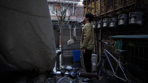 Nhà bán ngầm ở Seoul: Nơi người trẻ khom lưng mà sống, 'mùi của cái nghèo' rõ nhất vào hè nhưng họ vẫn từ chối biến thành 'ký sinh trùng'-6