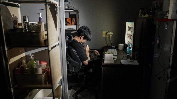 Nhà bán ngầm ở Seoul: Nơi người trẻ khom lưng mà sống, 'mùi của cái nghèo' rõ nhất vào hè nhưng họ vẫn từ chối biến thành 'ký sinh trùng'-9