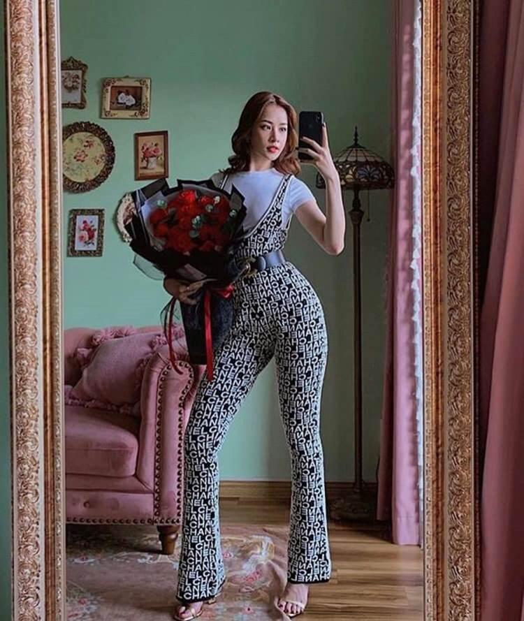 Diện bộ jumpsuit gần 80 triệu, Chi Pu mix đồ cực kỳ cao tay thậm chí còn có thể so bì độ gợi cảm với cả Kylie Jenner-3