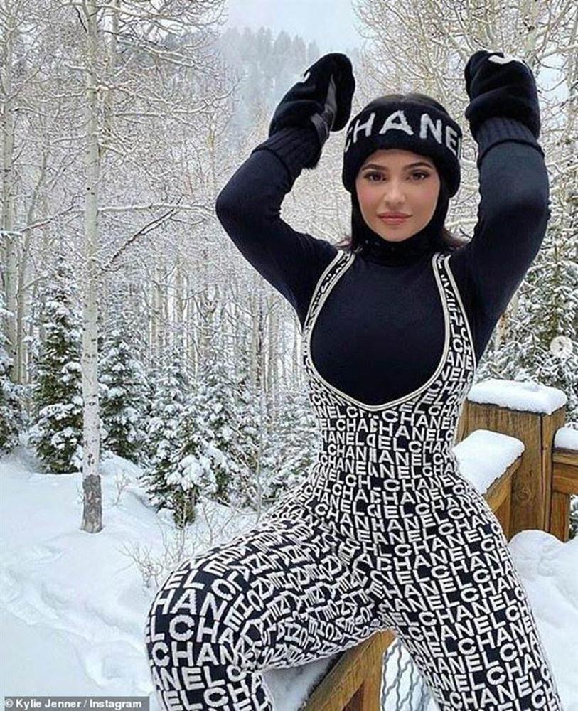 Diện bộ jumpsuit gần 80 triệu, Chi Pu mix đồ cực kỳ cao tay thậm chí còn có thể so bì độ gợi cảm với cả Kylie Jenner-4