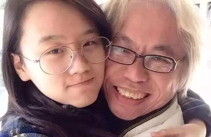 Vượt qua rào cản tuổi tác, bất chấp phản đối từ gia đình và dư luận, cặp đôi ông - cháu cách nhau 40 tuổi vừa kỉ niệm 7 năm yêu nhau-3