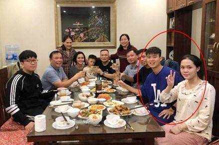 """Sau đám cưới long lanh bạc tỷ cùng cầu thủ Duy Mạnh, Quỳnh Anh lập tức """"nhập vai"""" với hình tượng gái đã có chồng bằng bộ đồ trên Đông dưới Tây lại không son phấn"""