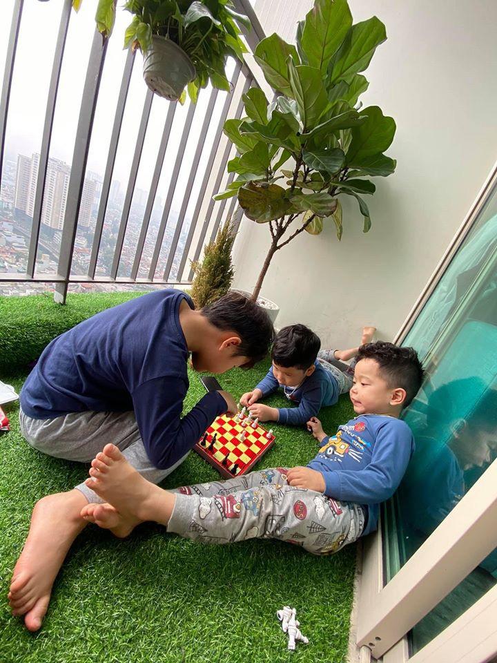 """Được nghỉ học ở nhà, con trai Thu Quỳnh có lịch sinh hoạt lành mạnh đúng chuẩn bô lão"""" khiến nữ diễn viên phì cười-1"""