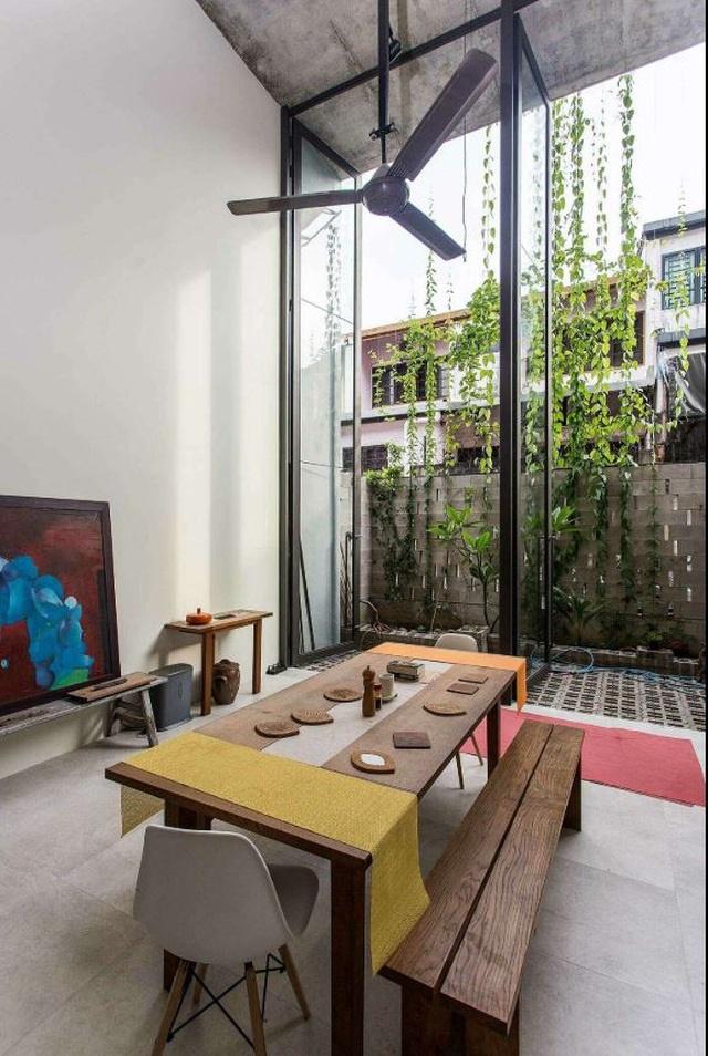 Bất ngờ ngôi nhà 3 tầng trồng hơn 40 loại cây ăn quả giữa phố thị chật chội-8