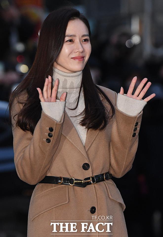 Huyn Bin và Son Ye Jin diện áo khoác đôi tại tiệc mừng công, bất ngờ nhất là giá áo của anh gấp mấy lần áo chị-8