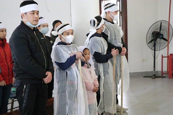"""Vụ mẹ con ăn xin gặp nạn trên cầu Thanh Trì: 7 năm qua cháu tôi chưa được đặt tên""""-1"""