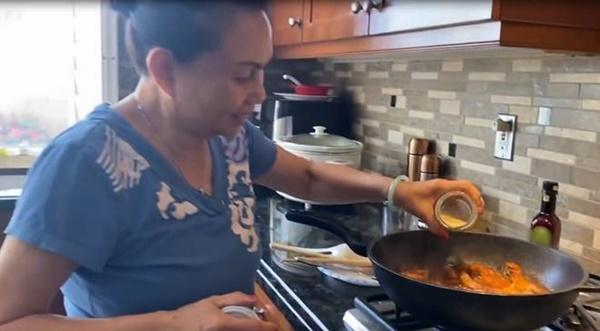 Tình mẹ bao la, có 2 con lớn, nghệ sĩ Ngọc Huyền vẫn được mẹ ruột nấu ăn mỗi ngày-1