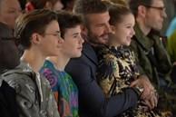 Beckham và các con mặc sành điệu ở show thời trang của vợ