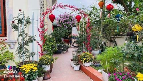 Chồng bỏ tiền mua lốp xe cũ, mẹ 8x trồng hoa, sau 2 năm thành mảnh vườn 200m2 tuyệt đẹp-2