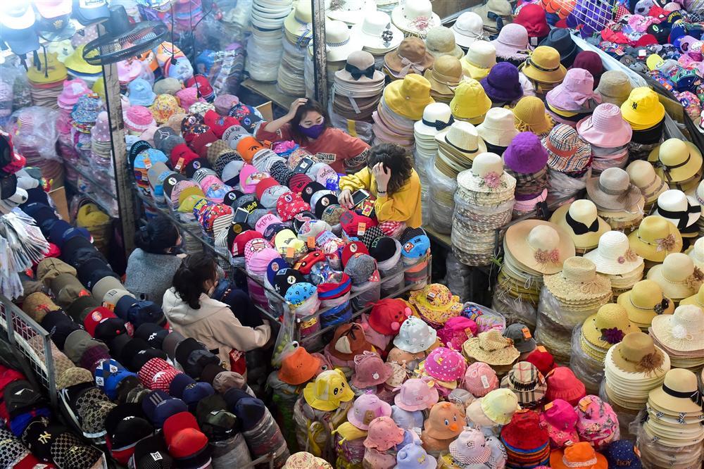 Khu chợ lớn nhất Hà Nội đìu hiu giữa thời dịch Covid-19-6