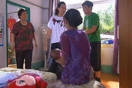 Mẹ vợ lên chăm gái đẻ mổ, con rể nhanh tay cất đệm mới đi vì sợ: 'Không bà nằm nát hết'