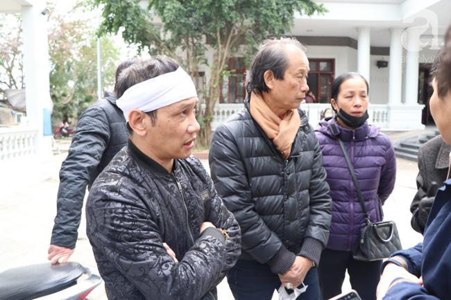 Sau vụ tai nạn khiến cô gái dẫn con ăn xin trên cầu Thanh Trì tử vong, còn lại người mẹ già ôm cháu nhỏ không nơi nương tựa-1