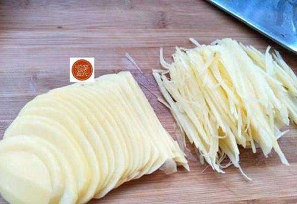 Buổi sáng mẹ chế biến bánh khoai tây kiểu này đảm bảo gây nghiện, con thích mê-3