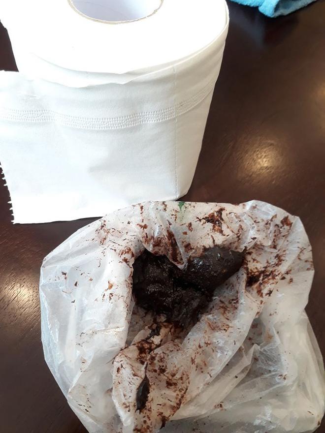 Hậu Valentine, được bạn gái tự làm sô cô la đem tặng, chàng trai mếu máo khi nhìn vào trong túi-1