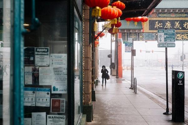 Nhiễm bệnh rồi đúng không?: Tình cảnh chung của người Trung Quốc tại Mỹ vào lúc này, chỉ 1 cái hắt hơi cũng bị nghi ngờ, xa lánh-1