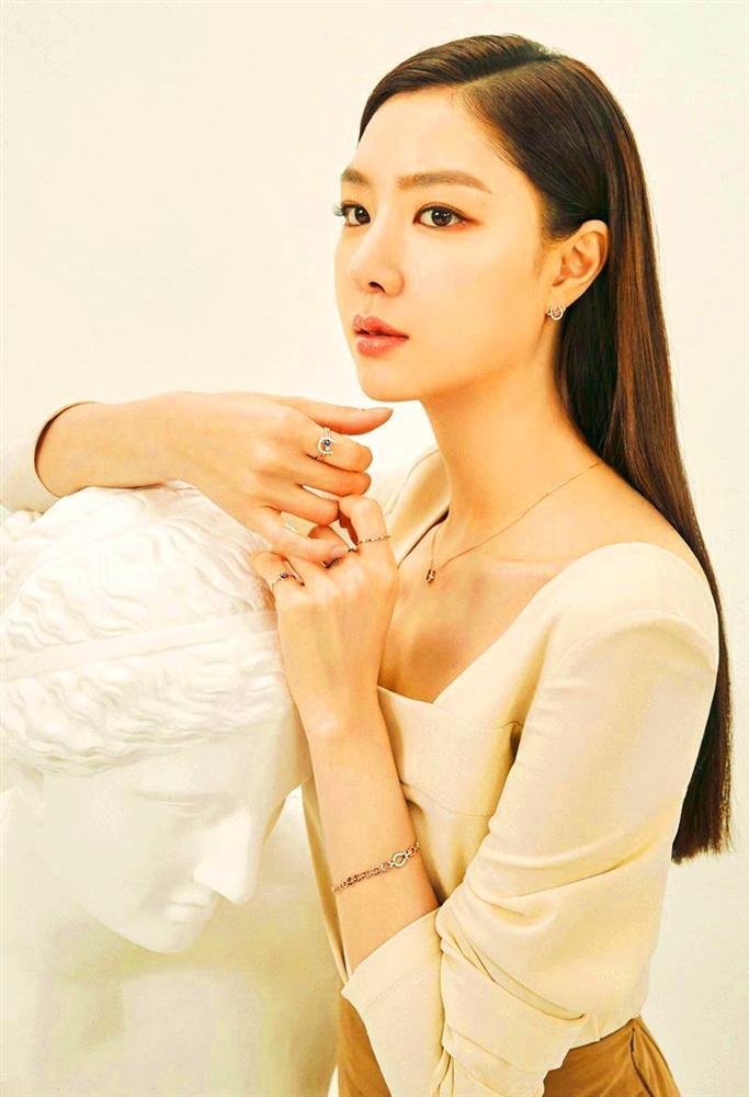 Hôn thê sang chảnh lạnh lùng của Hyun Bin trong Hạ Cánh Nơi Anh: Sở hữu vẻ đẹp chuẩn Hoa hậu, cực phẩm nhất là thân hình siêu nóng bỏng-7