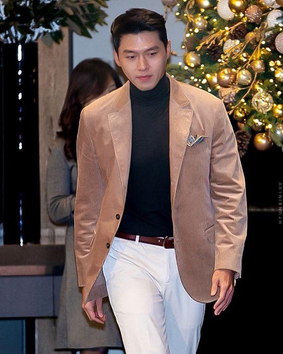Hyun Bin ngoài đời thích diện vest như quý ông, vuốt tóc lãng tử-2