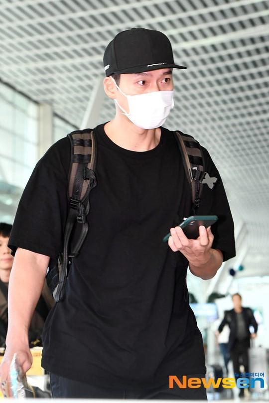 Hyun Bin ngoài đời thích diện vest như quý ông, vuốt tóc lãng tử-7