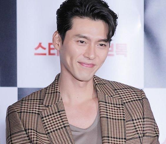 Hyun Bin ngoài đời thích diện vest như quý ông, vuốt tóc lãng tử-1