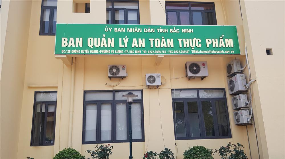 Cơ quan chức năng vào cuộc điều tra vụ suất ăn có giòi ở Bắc Ninh-3