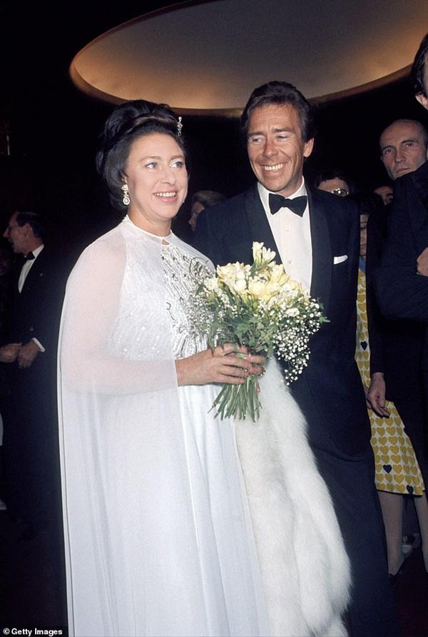 Nỗi buồn hoàng gia Anh: Thêm một cặp đôi ly hôn sau 26 năm chung sống, vợ chồng Meghan Markle lại bị réo gọi tên-1