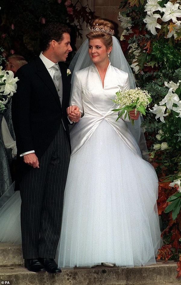 Nỗi buồn hoàng gia Anh: Thêm một cặp đôi ly hôn sau 26 năm chung sống, vợ chồng Meghan Markle lại bị réo gọi tên-2