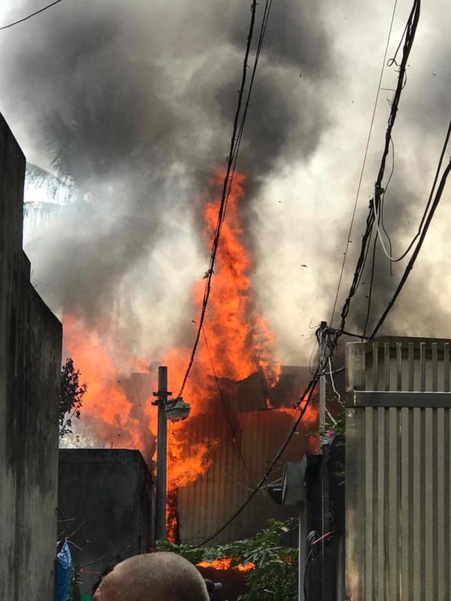 Cháy kinh hoàng tại nhà dân, hàng xóm hốt hoảng bỏ chạy-4