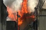 Cháy kinh hoàng tại nhà dân, hàng xóm hốt hoảng bỏ chạy
