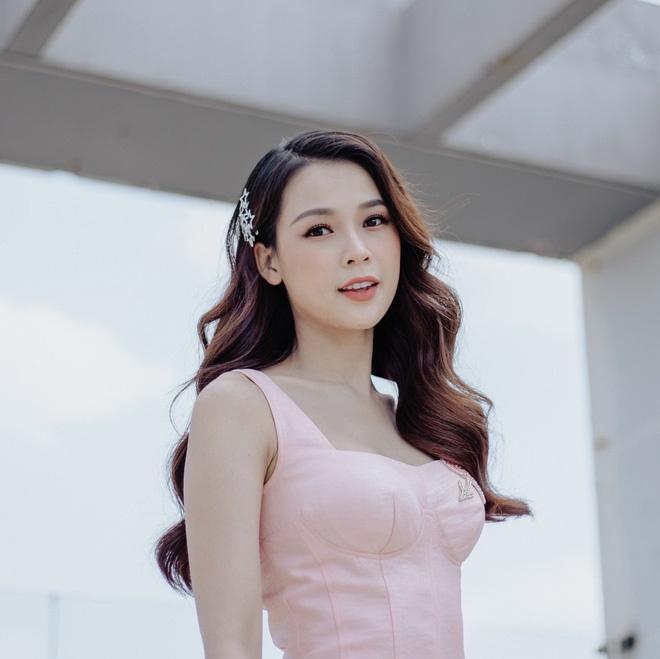 Loạt ảnh thời đi học của dàn hotgirl Việt đình đám: Hoá ra ai cũng có một thời trông quê quê, xấu xấu... dậy thì rồi mới lột xác đỉnh cao-4