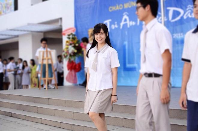 Loạt ảnh thời đi học của dàn hotgirl Việt đình đám: Hoá ra ai cũng có một thời trông quê quê, xấu xấu... dậy thì rồi mới lột xác đỉnh cao-9
