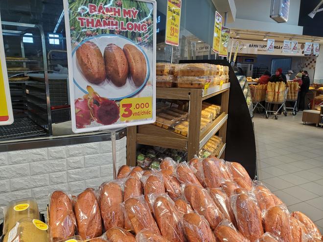 Hà Nội xuất hiện bánh mì thanh long 3.000 đồng/chiếc-1