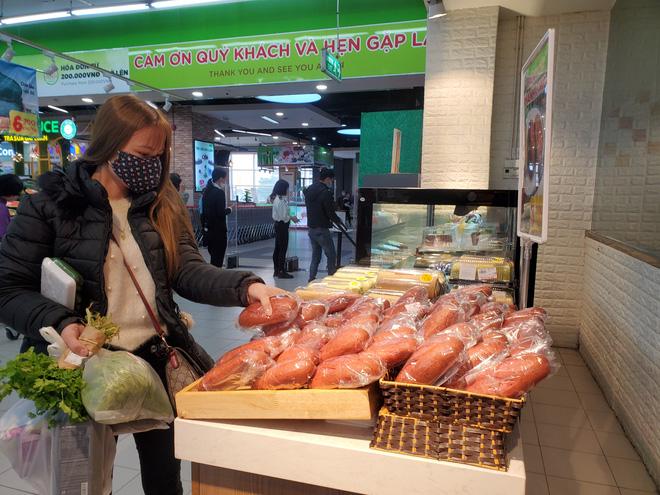 Hà Nội xuất hiện bánh mì thanh long 3.000 đồng/chiếc-2