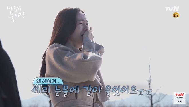 Hậu trường tập cuối Crash Landing On You: Seo Ye Jin mệt mỏi vì bám càng Hyun Bin, đại úy mê makeup ngó lơ luôn crush-2