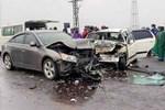 Xe ô tô chở 2 nhà sư va chạm với xe đi ngược chiều, 6 người nhập viện
