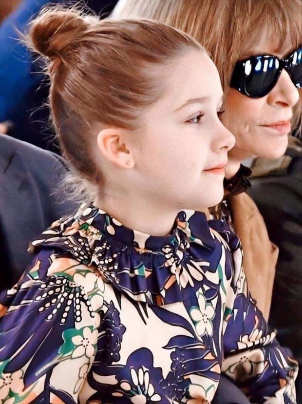 Ngồi trong lòng bố, công chúa nhỏ Harper Beckham lại khiến dân tình xao xuyến: Mỹ nhân tương lai của Hollywood đây rồi!-6