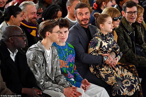 Ngồi trong lòng bố, công chúa nhỏ Harper Beckham lại khiến dân tình xao xuyến: Mỹ nhân tương lai của Hollywood đây rồi!-8