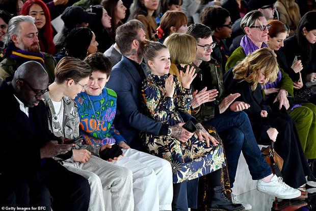 Ngồi trong lòng bố, công chúa nhỏ Harper Beckham lại khiến dân tình xao xuyến: Mỹ nhân tương lai của Hollywood đây rồi!-9