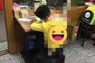 """Sợ con trốn học đi chơi, bà mẹ dùng chiêu giam giữ con như """"Tôn Ngộ Không"""" khiến ai nấy cười chảy nước mắt"""